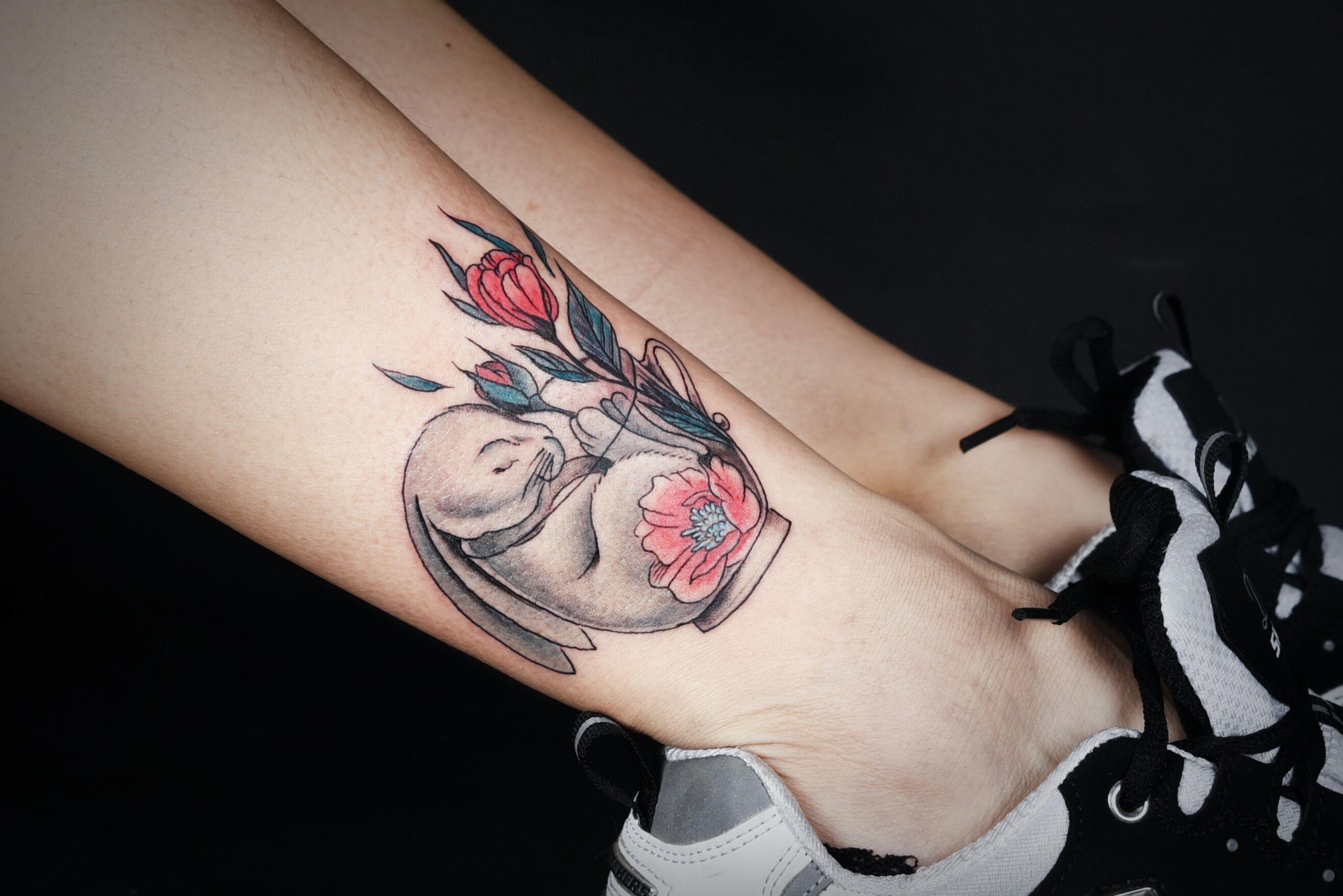 美女小腿小清新咖啡杯兔子罂粟花纹身图案图片